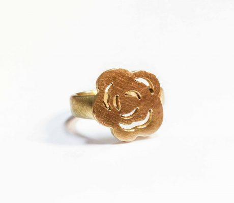 Goldener Ring mit Rose