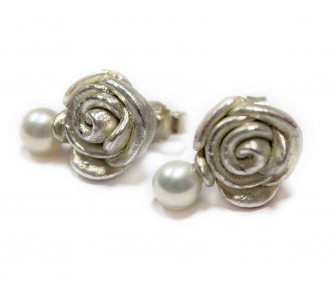 Silberrosen mit Perle als Ohrstecker